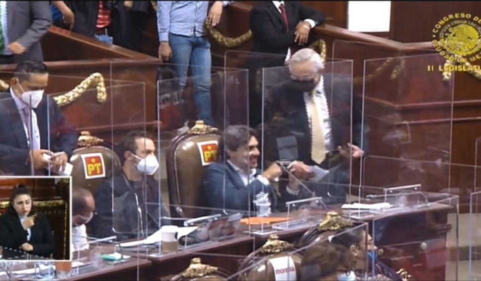 diputado tribuna Congreso CDMX PRD.jpg