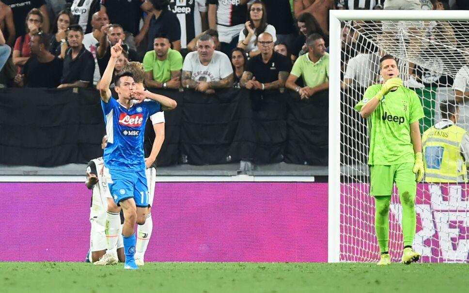 """El jugador mexicano Hirving """"Chucky"""" Lozano celebra tras anotar gol en su debut con el Napoli este sábado 31 de agosto del 2019. Imagen: Reuters"""