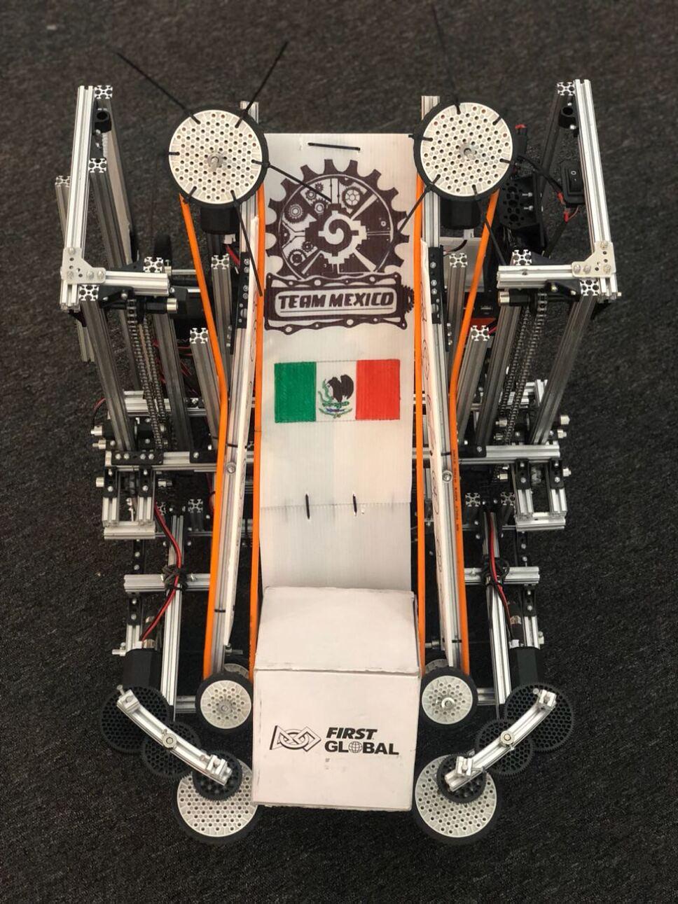 Equipo mexicano de robótica y su robot de competencia