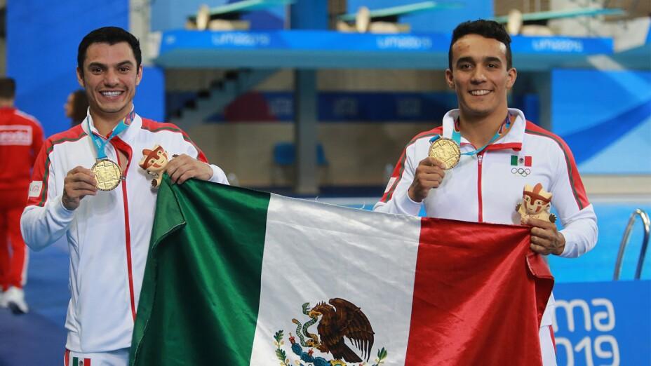 Yahel Castillo y Juan Celaya