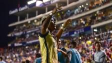 Roger Martínez festeja un gol con el América