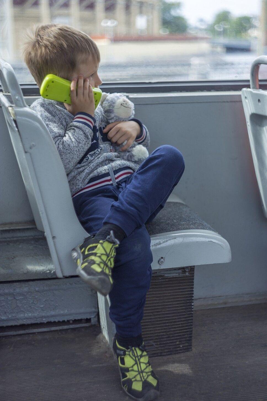 Niño, Mamá duerme.jpg