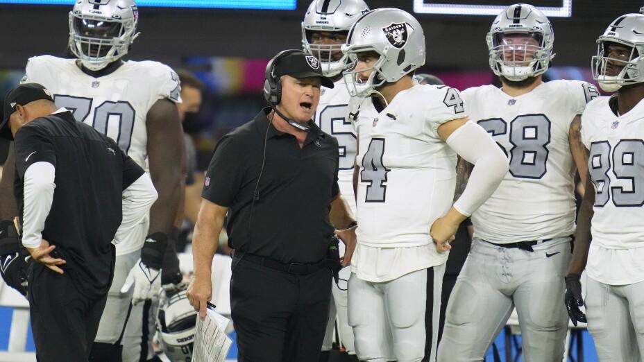 Jon Gruden, entrenador de los Raiders de Las Vegas
