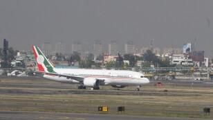 Regresa avión presidencial a México