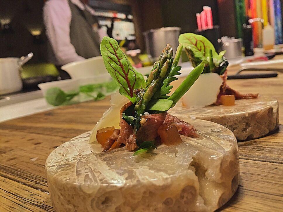 Carpacho sobre plato de NUGAR.