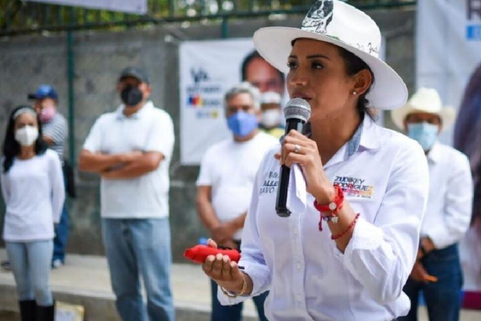 Comisario detenido, podría estar relacionado con amenazas a Zudikey Rodríguez.jpg