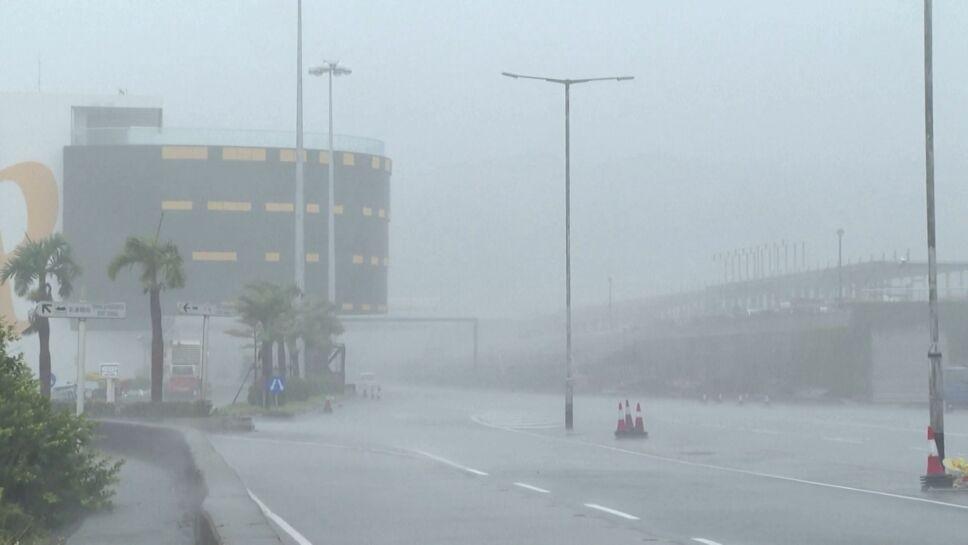 Tifón Kompasu, el más fuerte del año, golpea China y deja decenas de muertos.