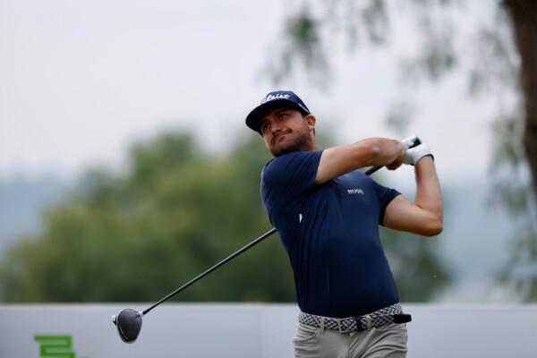 Juan Carlos Benítez lidera la cuarta etapa de la Gira de Golf Profesional.