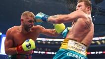 Canelo Álvarez vence a Billy Joe Saunders