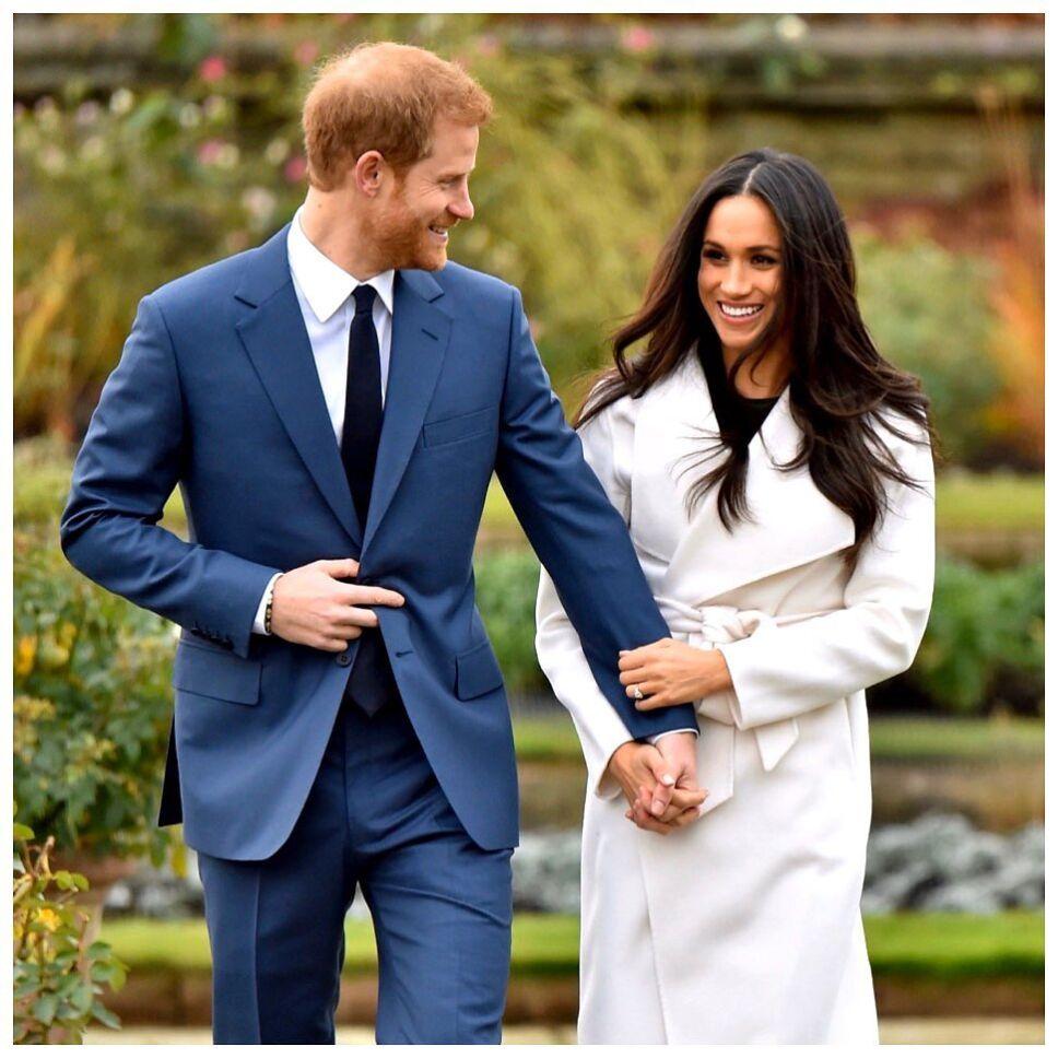 Henry y Meghan Markle caminan en un acto de la familia real.jpg