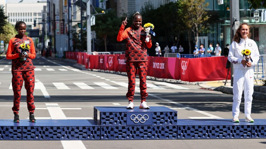 Podio del Maratón Femenil en Tokyo 2020