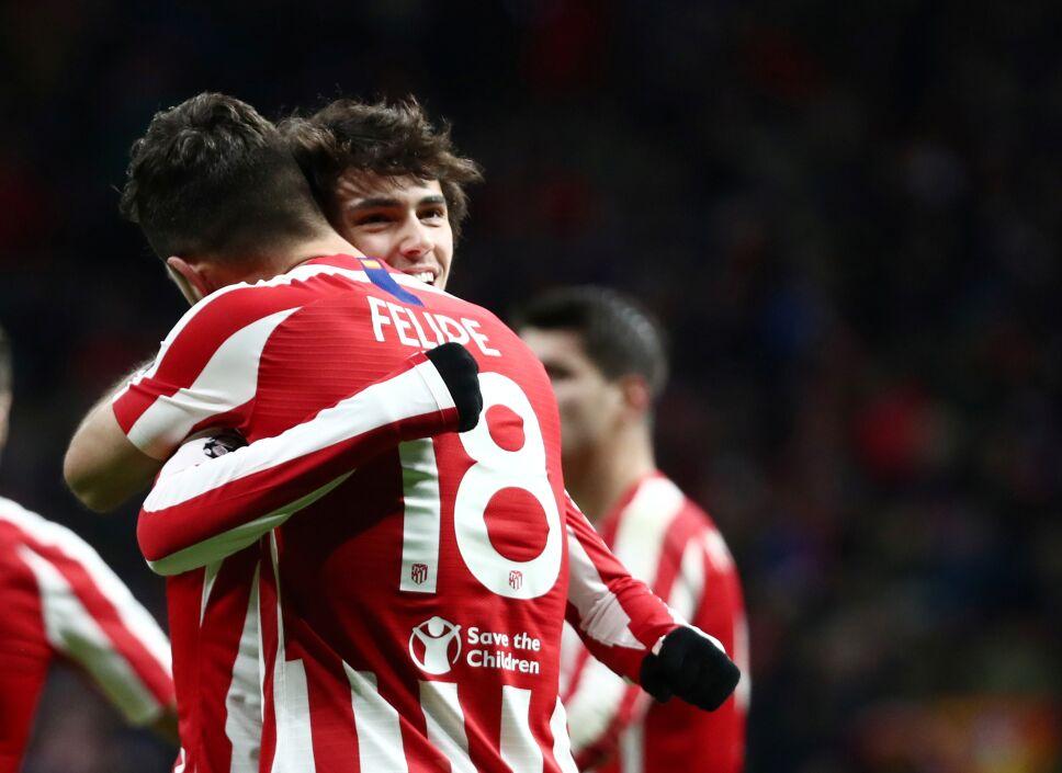 Felipe celebra con Joao Félix tras anotar el segundo tanto del Atlético de Madrid en el triunfo sobre el Lokomotiv de Moscú por la Liga de Campeones