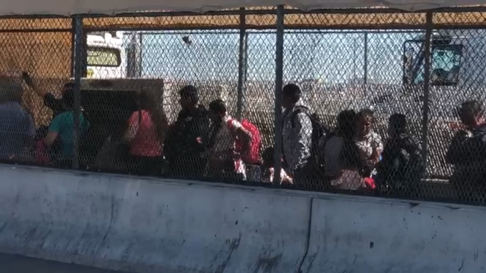 Estados Unidos instala malla contra migrantes