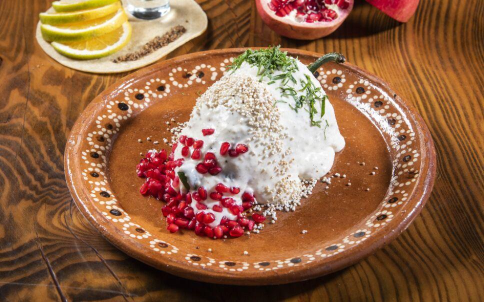 Tradicional chile en nogada