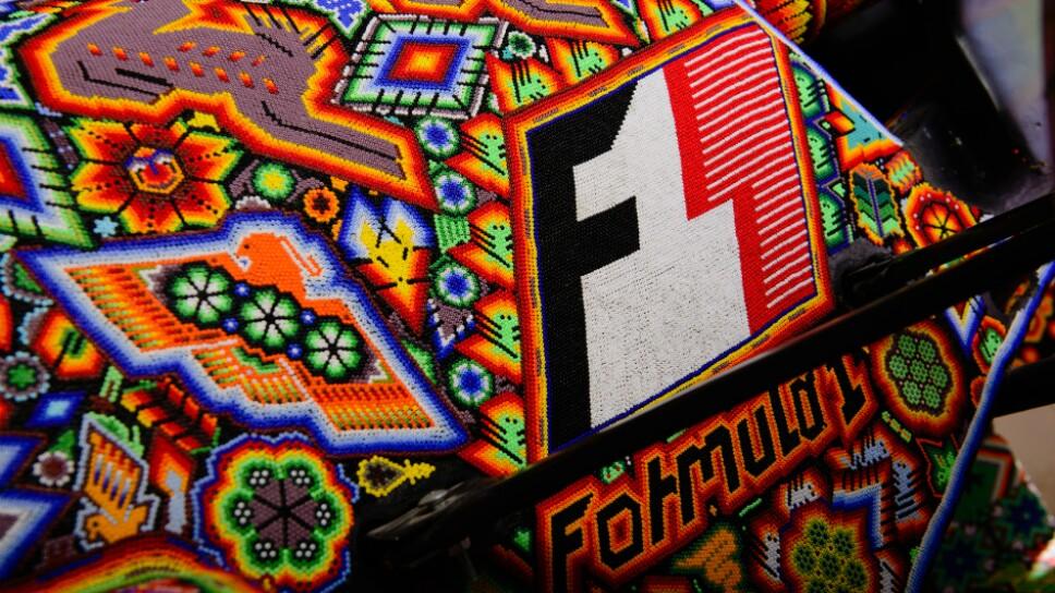 Monoplaza de la formula 1 decorado por huchiles Foto Especial