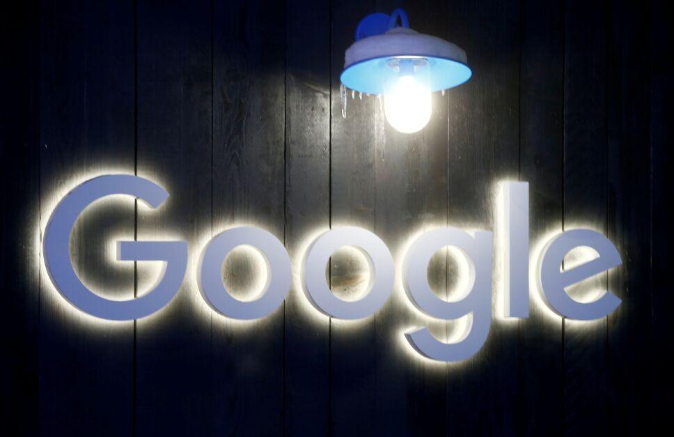 Imagen de archivo del logo de Google en Davos, Suiza.