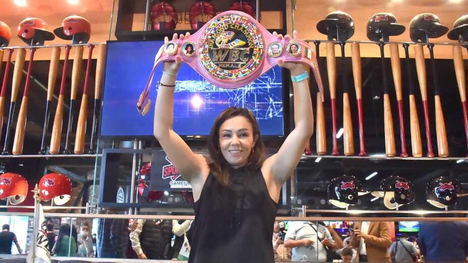 Jackie Nava Barby Juarez pelea