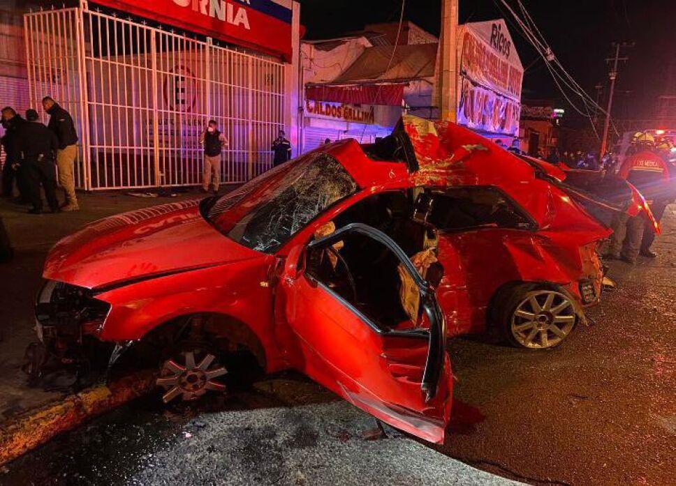 Cuatro muertos deja choque sobre avenida Central en Ecatepec