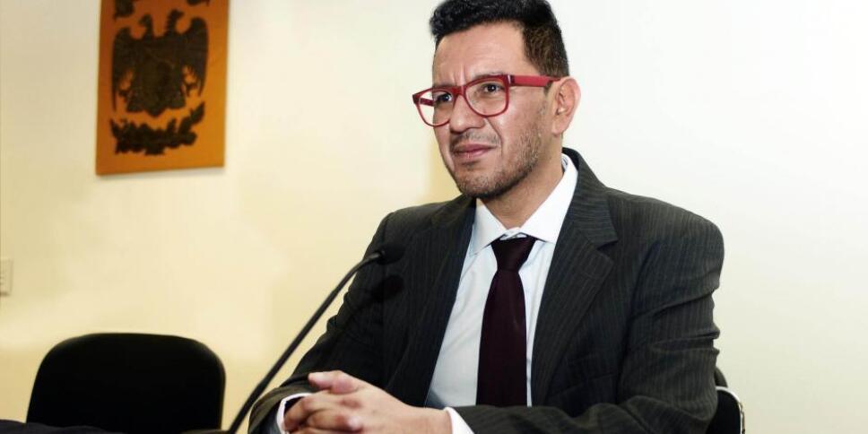 Iván Ruiz García, director de Instituto de Investigaciones Estéticas de la UNAM, hace comentarios que normalizan el feminicidio.