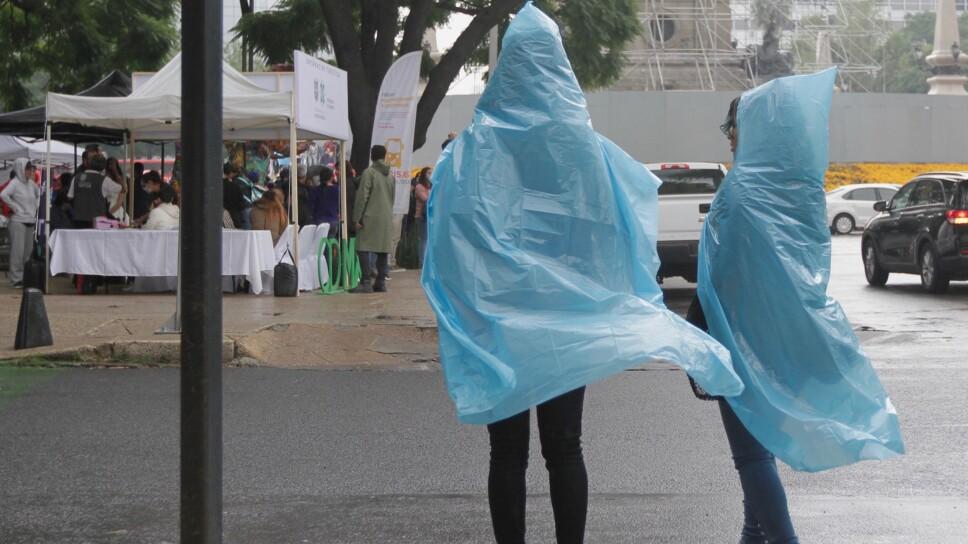 Persistirán lluvias y ambiente frío en la capital