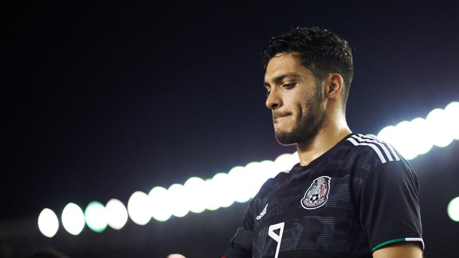 Raúl Jiménez explota contra árbitro