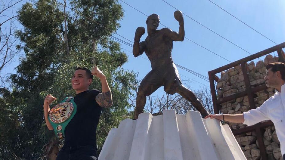Óscar Valdez quedó inmortalizado en Nogales.png