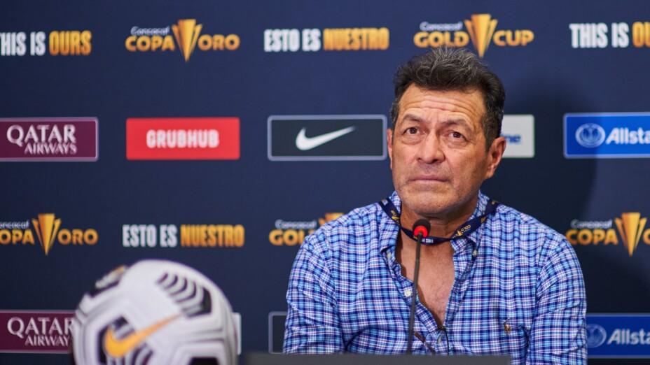 Hugo Pérez, técnico de El Salvador