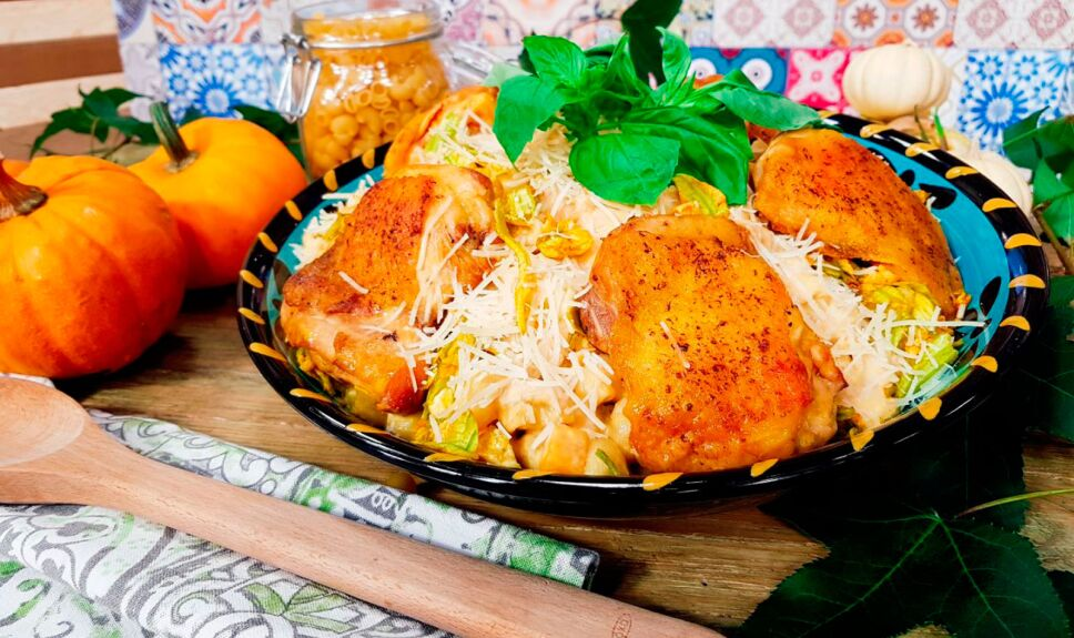Coditos con crema de calabaza y pollo