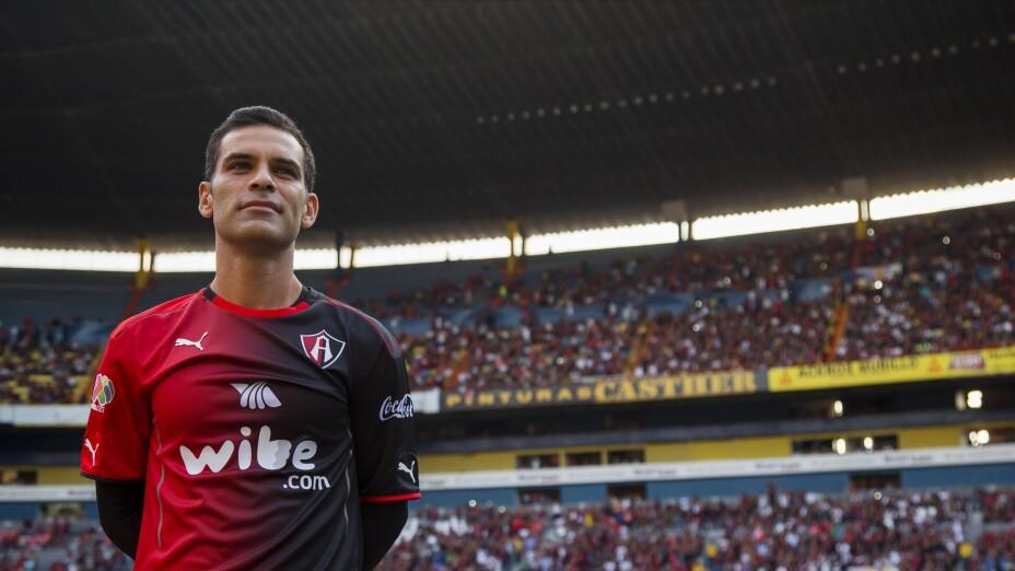 Rafa Márquez y la vez que vistió la playera de Chivas