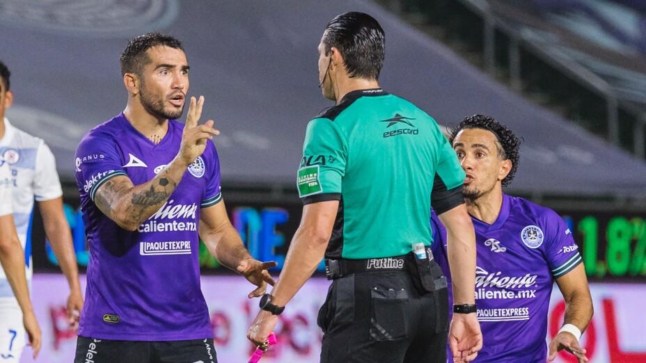 Polémica arbitral en el Mazatlán FC vs Cruz Azul