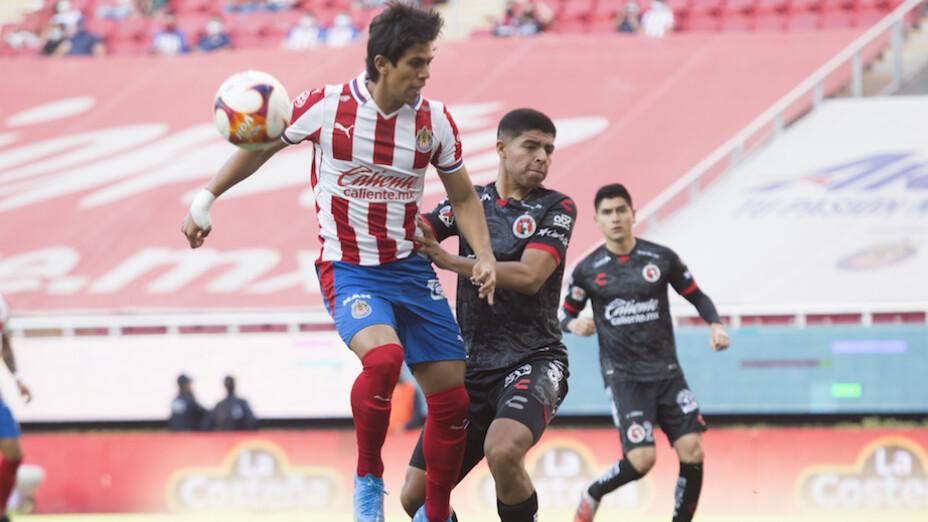 José Juan Macias falla penal en el partido Chivas vs Xolos