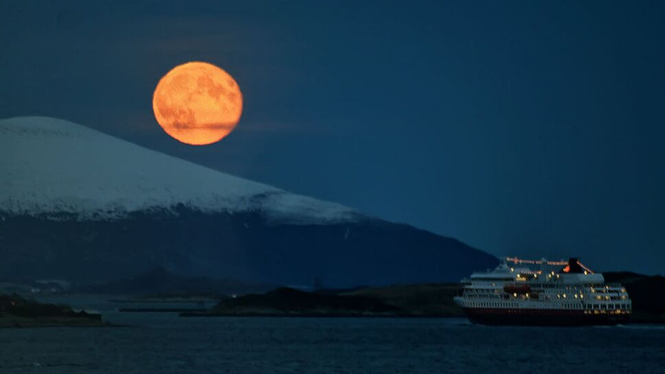Voyage to the moon!