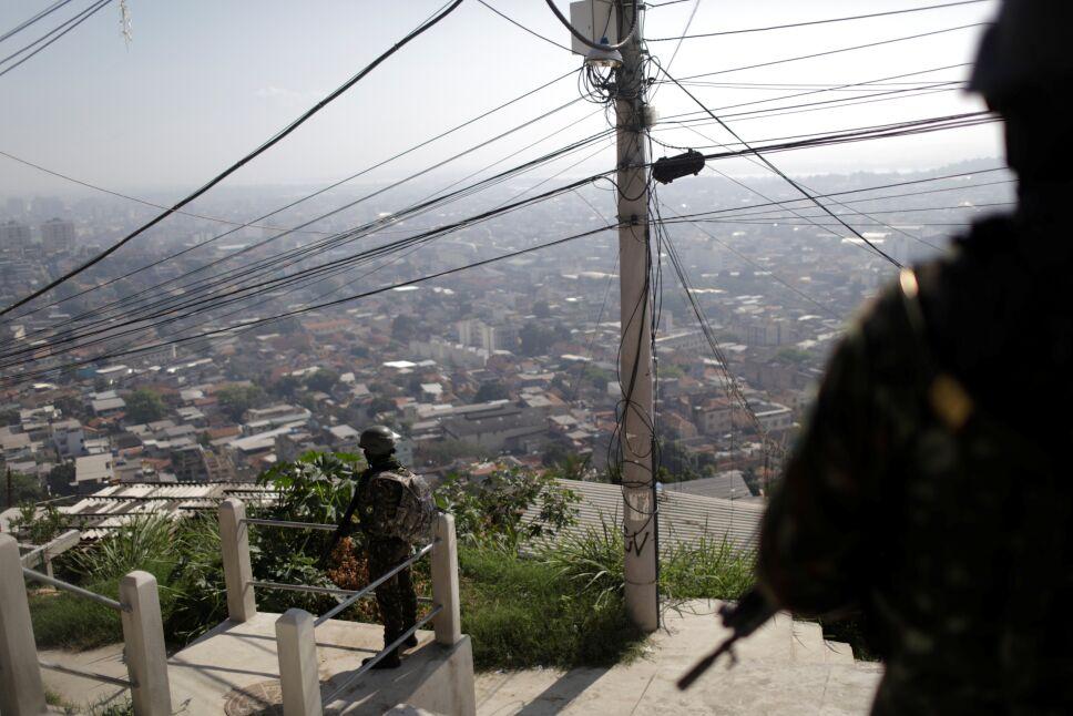 Soldados brasileños entran  en barriadas de Río contra el narco