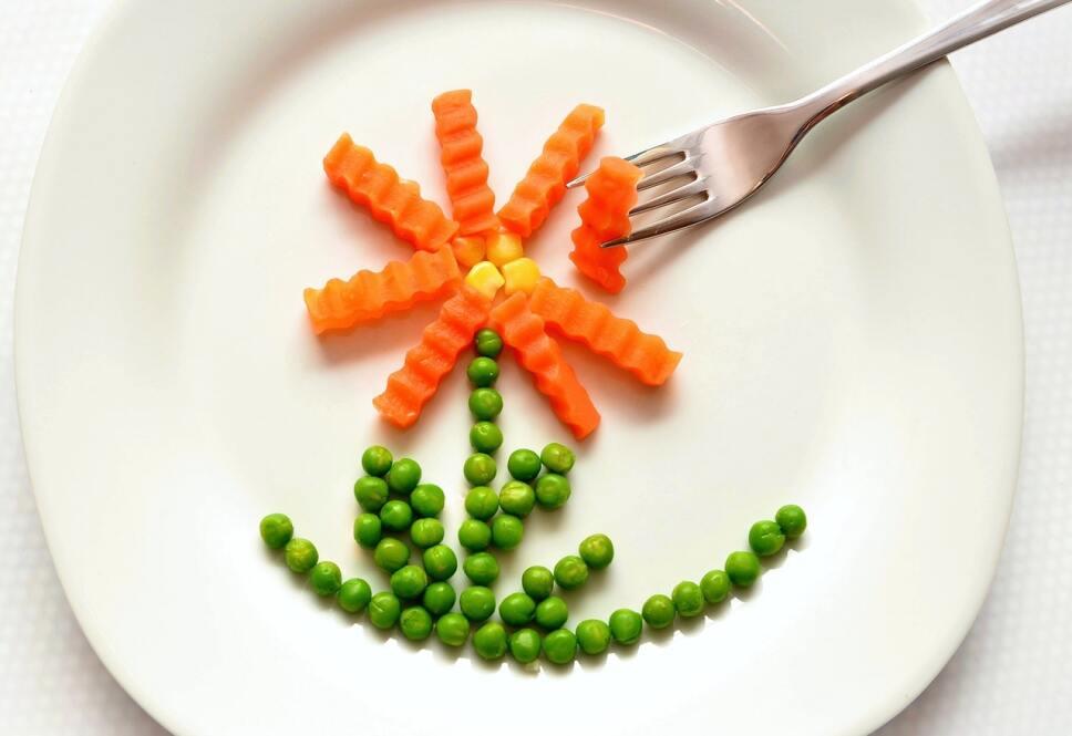 Beneficios De La Zanahoria En La Piel La daucus carota, nombre científico de la zanahoria, es una hortaliza cuyo consumo, aporta muchos beneficios a la salud del cuerpo y a la belleza de la piel. beneficios de la zanahoria en la piel