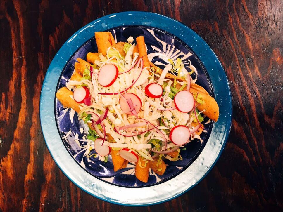 tacos dorados, flautas, cocineros mexicanos