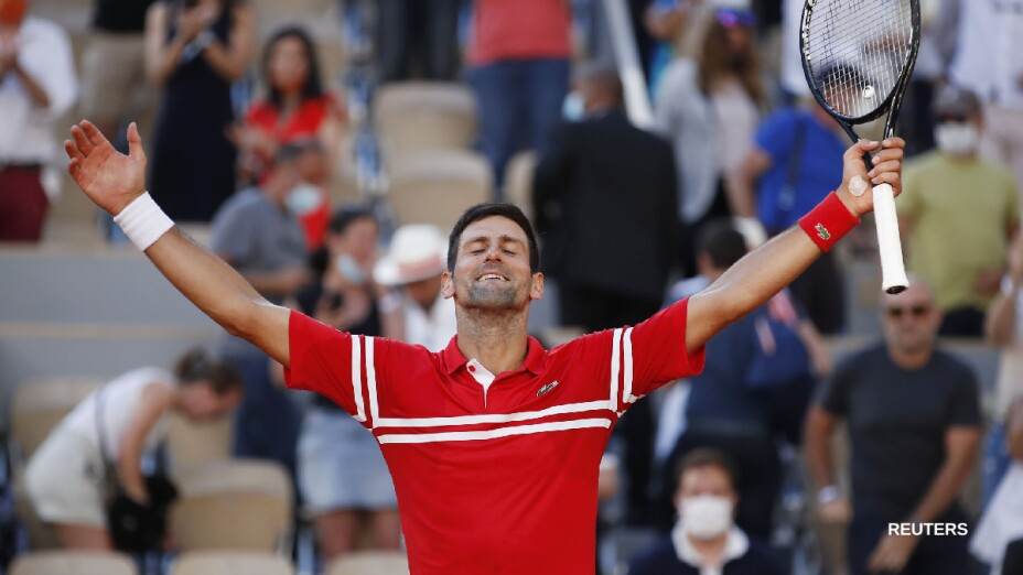 Novak Djokovic se corona en París