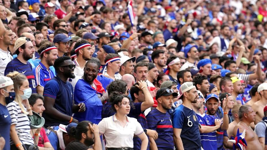 Aficionados en el encuentro entre Francia y Hungría