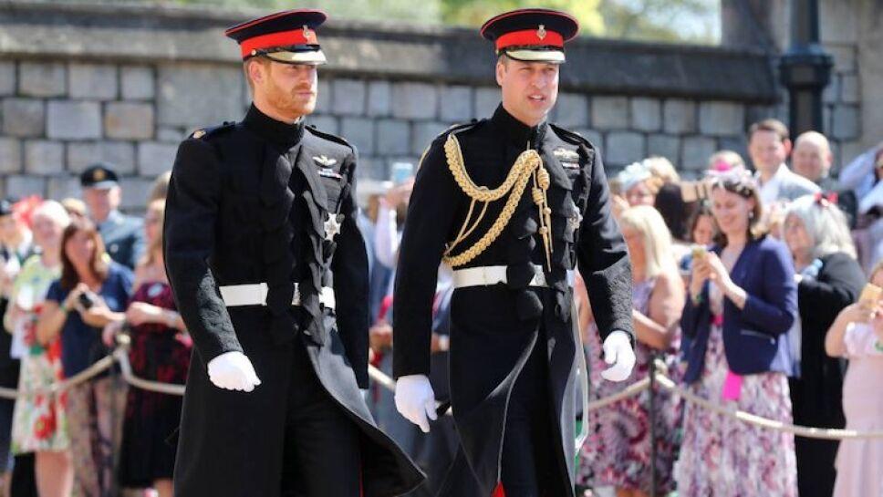 El príncipe Harry llegó a la capilla de St. George acompañado de su hermano William / Foto: Internet