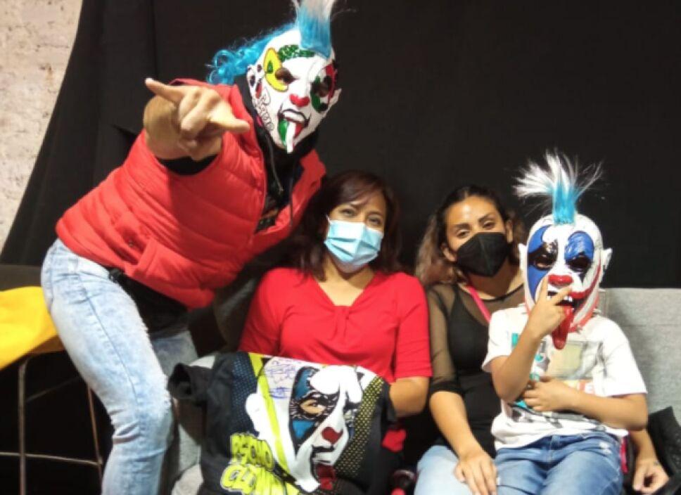 Psycho Clown se encuentra con Mateo, el niño agredido