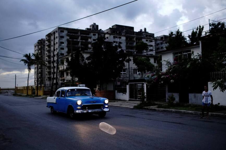 Ante la escasez de productos, los cubanos apelan a la creatividad y usan los preservativos en diferentes áreas.