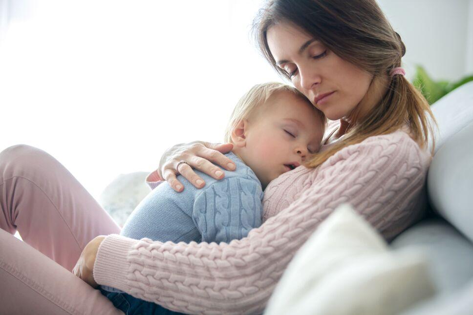 ¿Cómo dormir bien cuando se tiene un bebé?