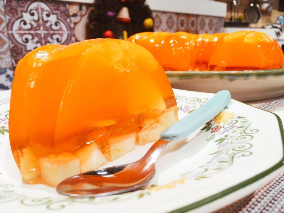 Gelatina de mandarina con manzana, cocineros mexicanos