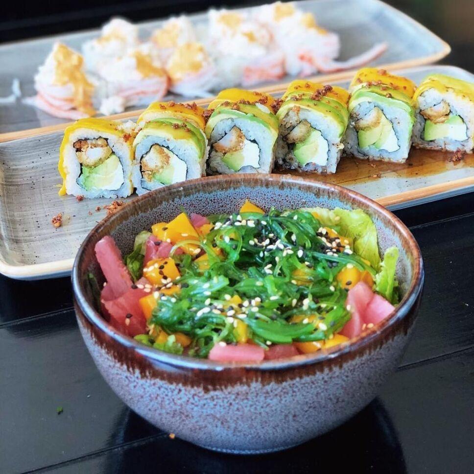 rollos y sushi en teikit dia del sushi
