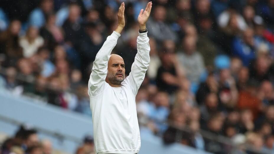 Pep Guardiola dirige al Manchester City