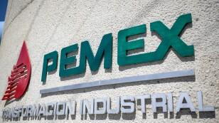 Foto de archivo. El logotipo de la petrolera mexicana Pemex aparece en la refinería de Reynosa, en el estado Tamaulipas