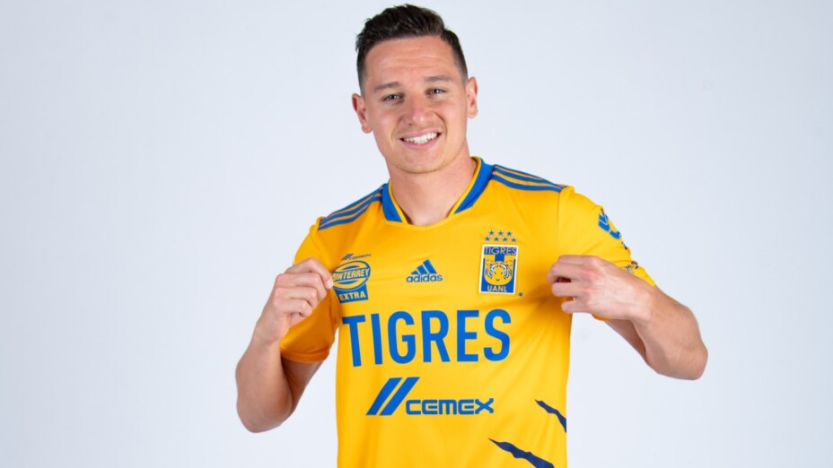 Florian Thauvin con el nuevo jersey de Tigres