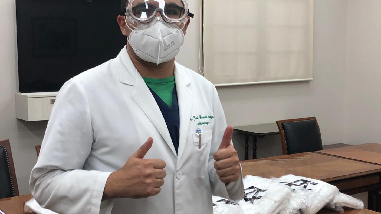 Canelo Álvarez realiza donación al Instituto Nacional de Neurología y Neurocirugía