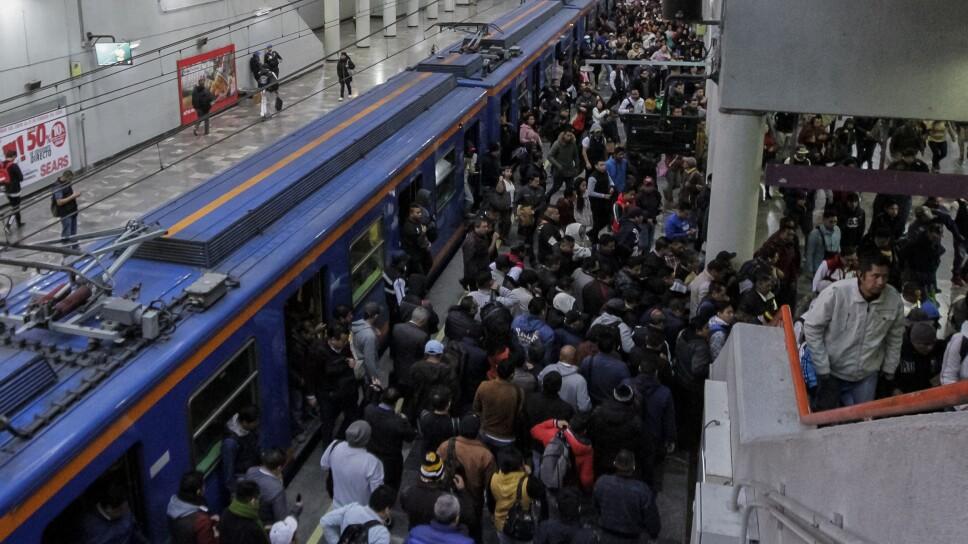 Afluencia de gente en el metro