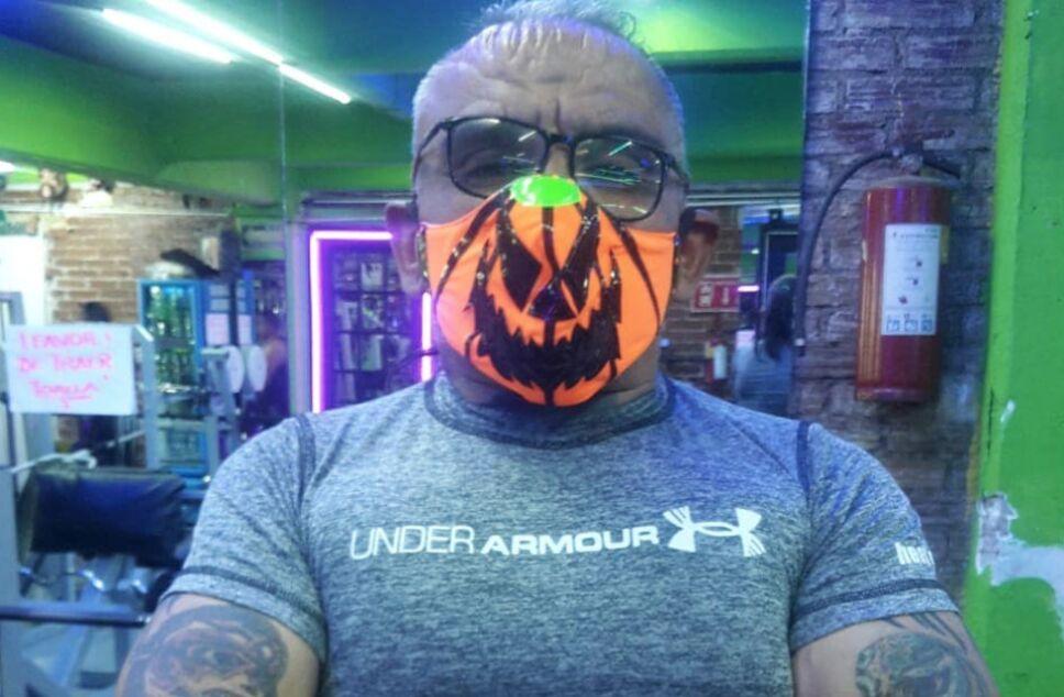 luchador Halloween lesionado de la columna