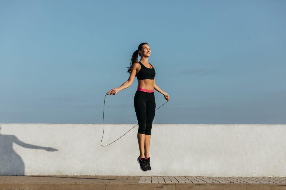 Bajar de peso saltando la cuerda